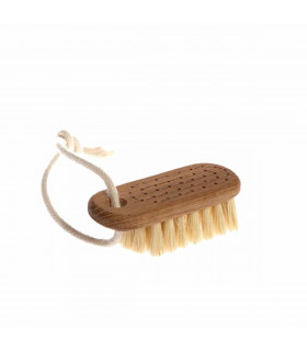 Nail brush with string made of oak and fibres tampico