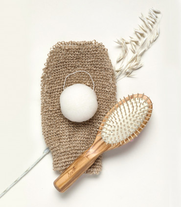 Eco-friendly gift set of natural beauty accessories