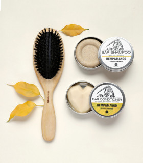 Coffret cadeau écologique pour femme composé d'un shampoing solide, après-shampoing solide et une brosse à cheveux en bois
