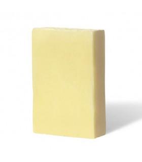 Savon solide bio PachamamaHuile démaquillante solide Pachamamaï ovale de couleur beige à base de calendula avec son emballage en