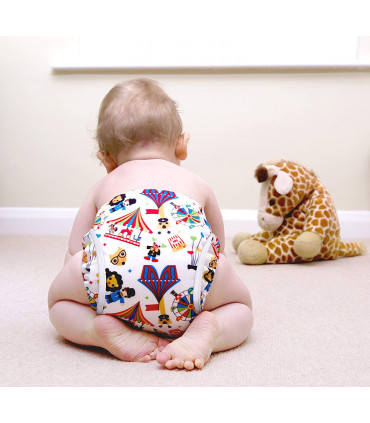 Couche lavable TE2 Bambino Mio sur bébé au motif carnaval vue de dos