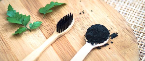 Dentifrice solide avec brosse à dents en bambou