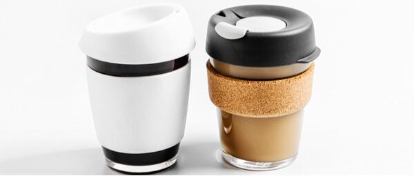 Deux mugs réutilisable pour du café à emporter
