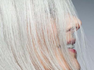Quel shampoing solide pour cheveux blancs, blonds ou gris ?