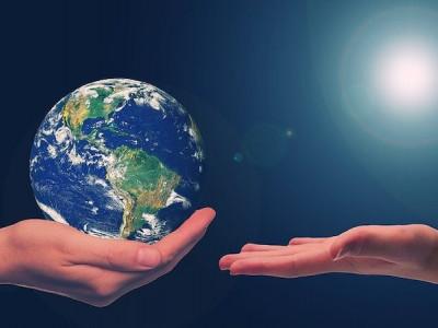L'acte d'être éco citoyen et zéro déchet renforce la bataille vers un monde éco responsable