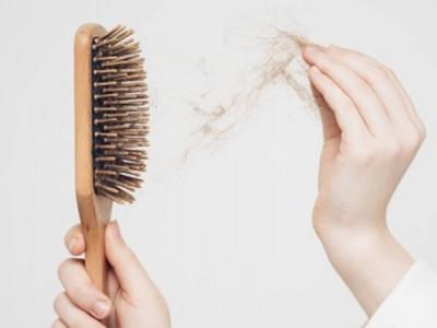 Comment nettoyer sa brosse à cheveux de manière éco responsable ?